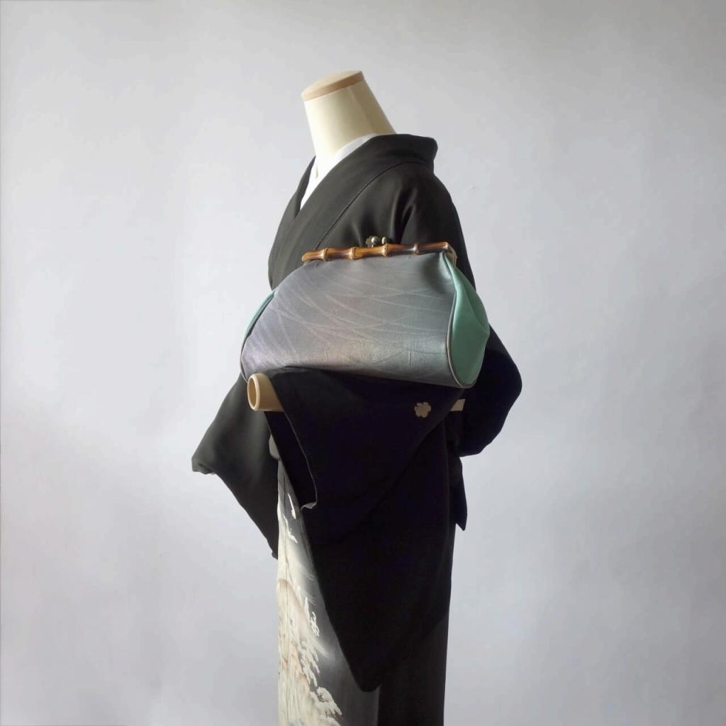 月光シルク箔の露芝蛍/天然竹素材のがまぐちクラッチバック