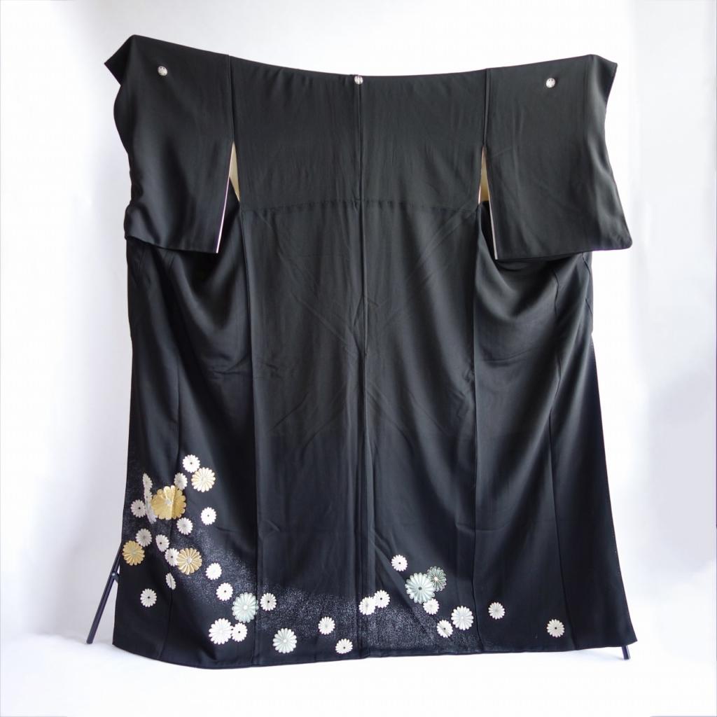 菊満開の黒留袖