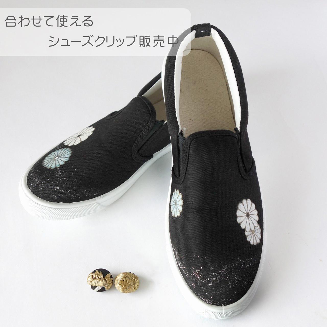 菊満開の黒留袖柄ペイントシューズ/ブラック×ホワイト スリッポン 25cm(L)
