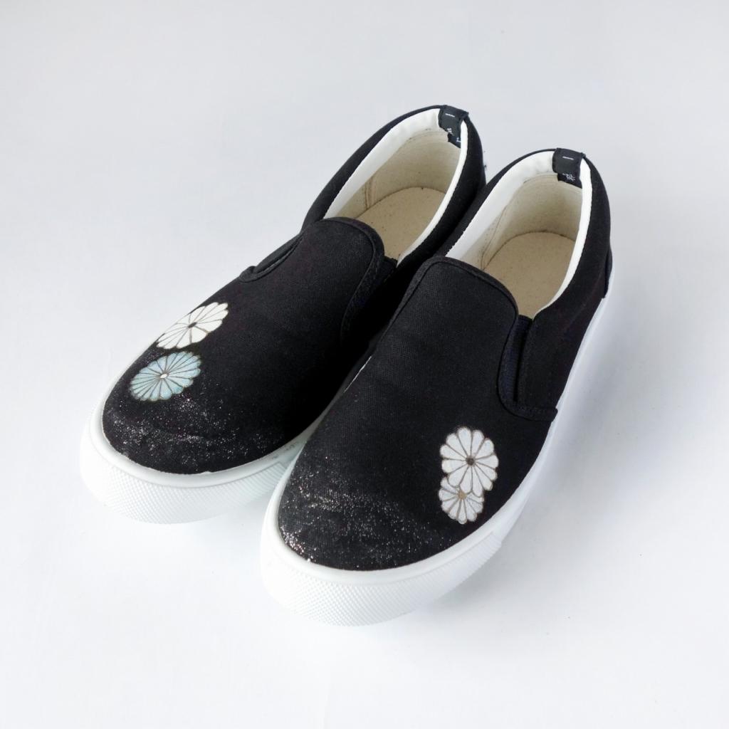 菊満開の黒留袖柄ペイントシューズ/ブラック×ホワイト スリッポン 25cm(L) レディース